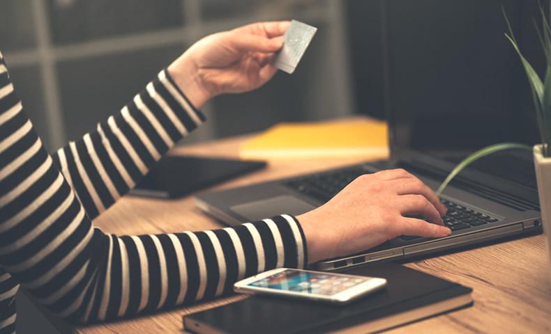 クレジットカード番号の入力風景